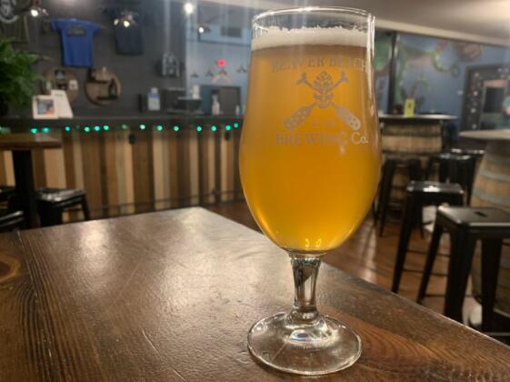 在汉普顿路的最新啤酒馆里品尝早期啤酒