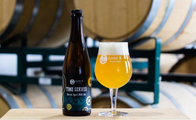 展览A酿造引入了服务时间 这是酿造五年的啤酒