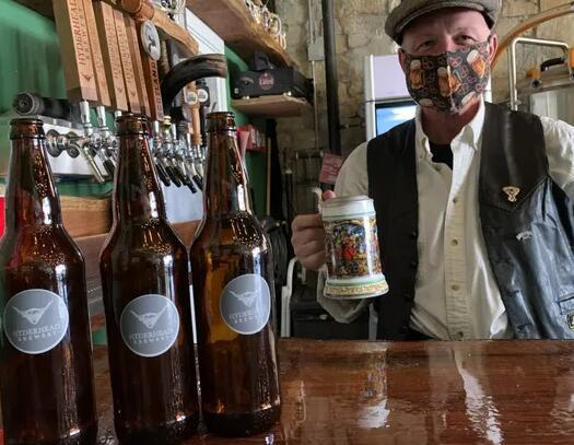 周六市区的DeLand工艺啤酒节拥有40家啤酒厂 200多种啤酒