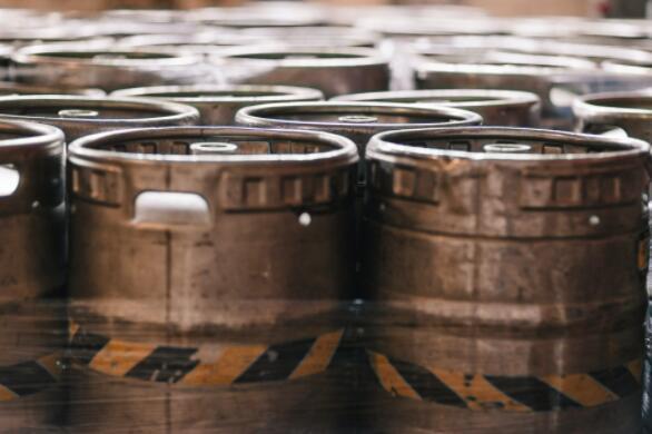 啤酒生产商百威英博向默兹河倾倒了数百万升啤酒