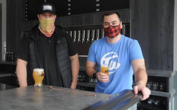 Brewdock酒吧给纽芬兰和拉布拉多的精酿啤酒的场景提振