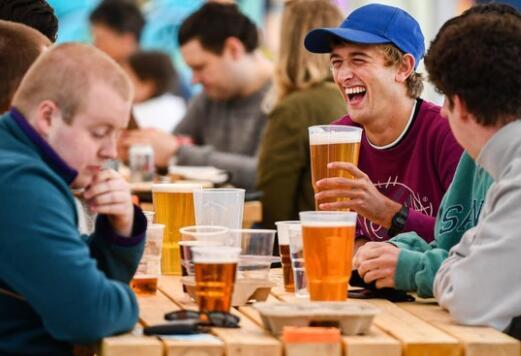 谢菲尔德啤酒专家担心第四倒锁定因为饮酒者无视社交距离