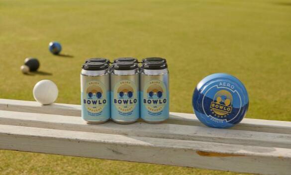 喝一杯新啤酒让当地的保龄球保持生机