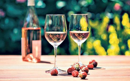 酒知识:被遗忘的桃红葡萄酒,颜色鲜艳口感顺滑满满的都是小清新