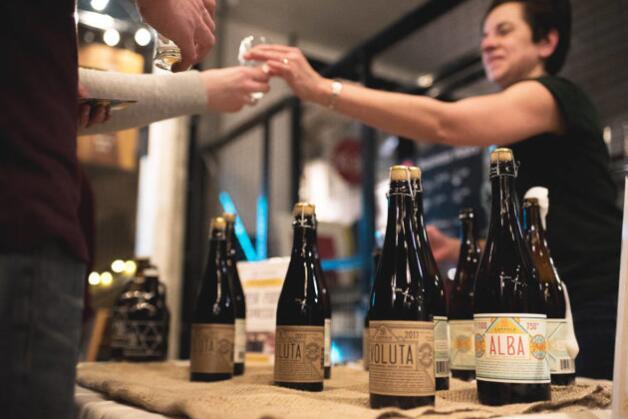 加拿大啤酒节鼓励加拿大人举起酒杯