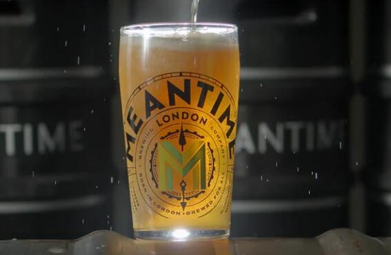 与此同时在意识驱动中将自己定位为精酿啤酒的先驱