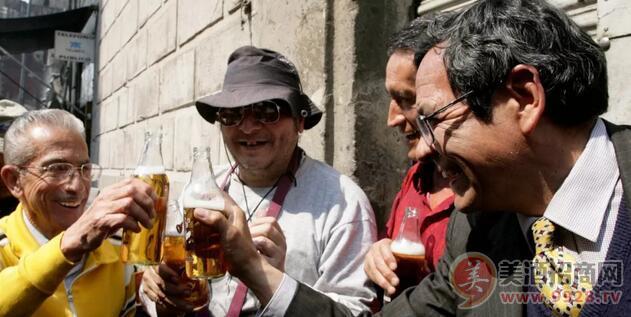 啤酒大全:趣闻 | 墨西哥城便利店要禁售冰啤酒?网友:别碰我们的啤酒